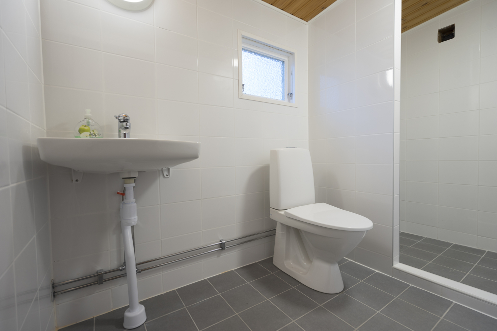 2018-03:toalett-stuga